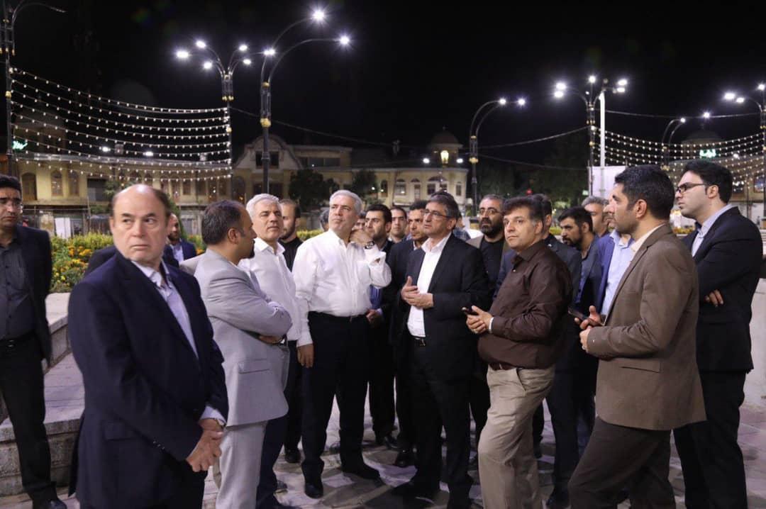 بازدید شبانه دکتر مونسان از میدان امام و پیاده راه بوعلی همدان