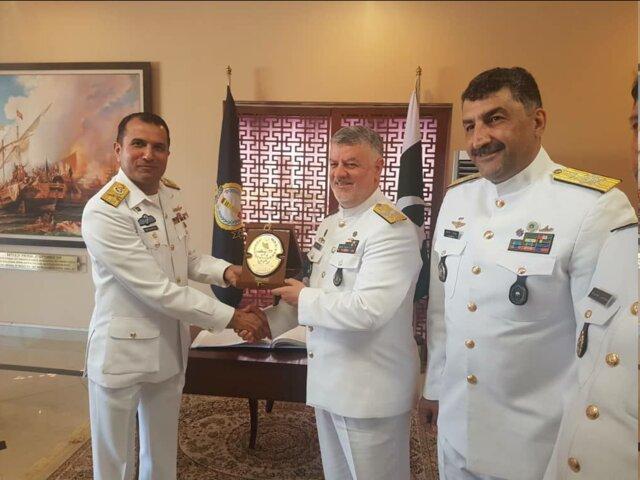بازدید فرمانده نیروی دریایی ارتش از مراکز آموزشی و تحقیقاتی نیروی دریایی پاکستان