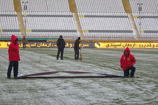 ملاقات دو تیم فوتبال تراکتور و سایپا لغو شد