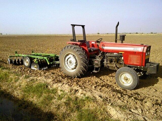 به ازای هر 30 هکتار اراضی کشاورزی یک تراکتور وجود دارد
