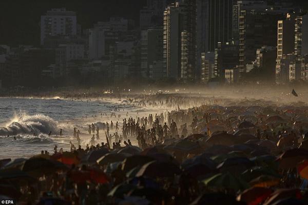 ویروس انگلیسی در واقع آمریکایی است؟! ، برزیلی ها بی خیال کرونا هستند (عکس)