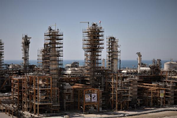 ساخت پالایشگاه فاز 14 پارس جنوبی با مشارکت بنیاد مستضعفان ، برای کمک به حوزه نفت و گاز کشور آماده ایم