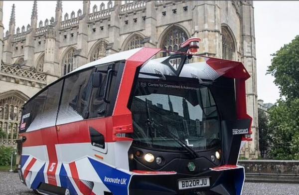 اتوبوس های خودران مسافران انگلیسی را جابجا می نمایند